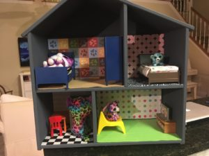 Magnetic doll house with wallpaper